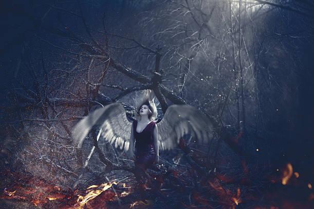 perdu dans mes rêves - vampire femme photos et images de collection