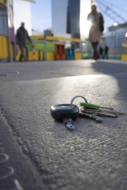 Verlorene Schlüssel auf dem Gehweg – Foto