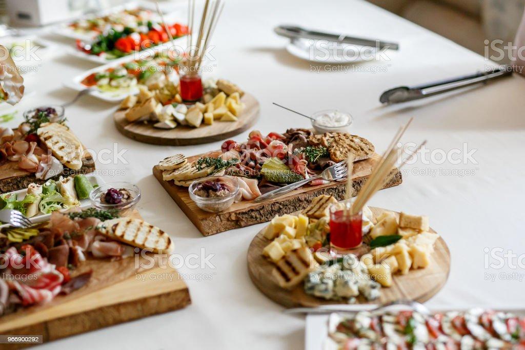 Viele verschiedene Snacks auf Event-catering – Foto