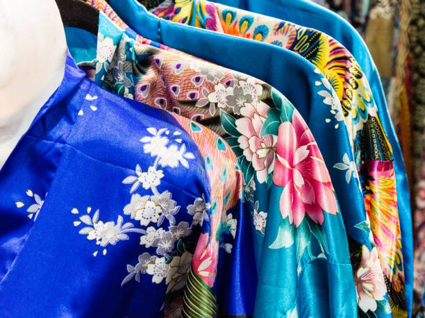 ein großteil der kimono - kimono stock-fotos und bilder
