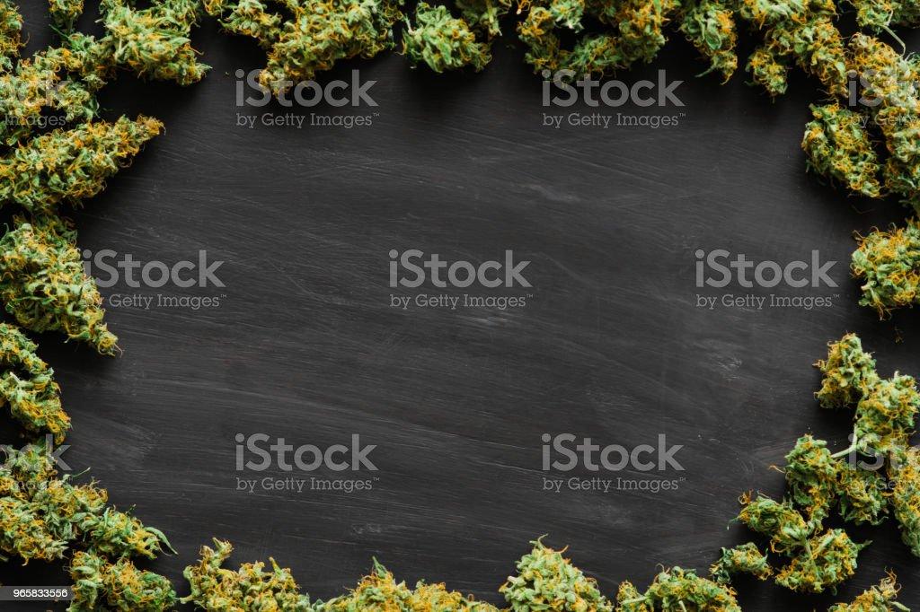 Een heleboel marihuana, verse toppen van cannabis die veel onkruid. Kopie spase kopie-ruimte - Royalty-free Blad Stockfoto