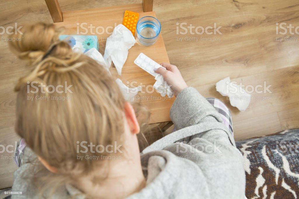 Photo Libre De Droit De Beaucoup De Medicaments Sur La Table De