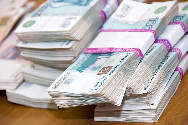 많은 돈을 - 러시아 루블 뉴스 사진 이미지