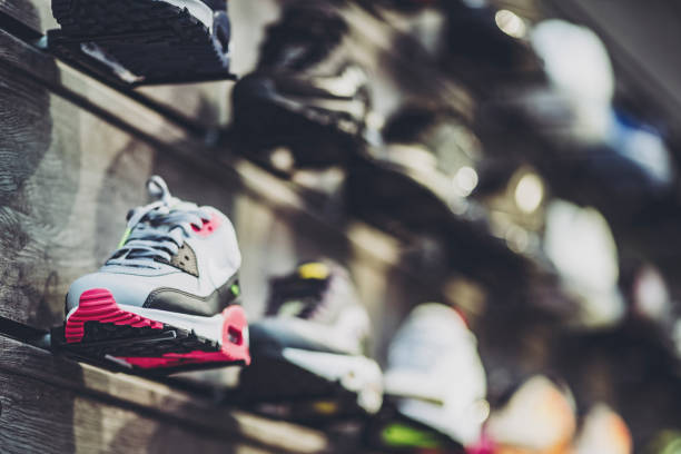 Viele Sneaker-Shops aufgereiht – Foto