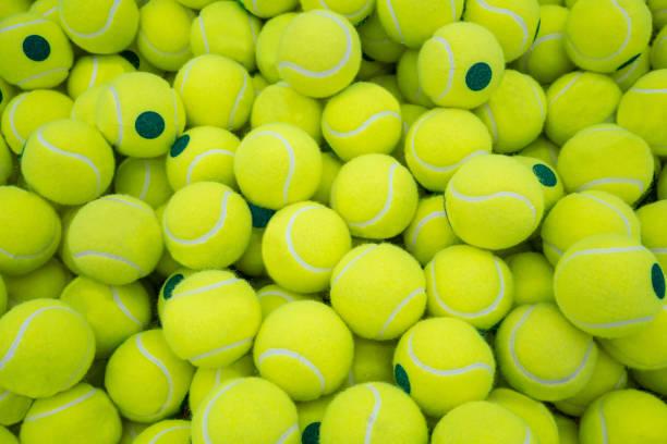 Beaucoup de balles de tennis virant pour fond de sport - Photo
