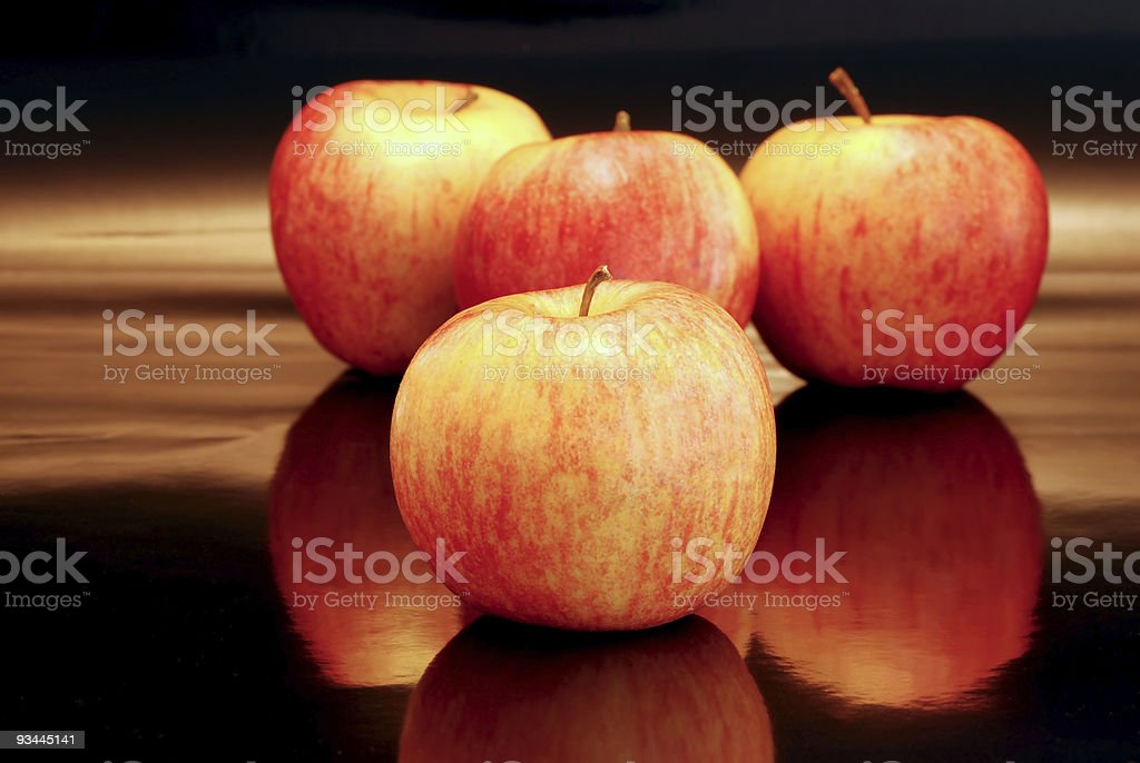 Viele Äpfel auf Schwarz Lizenzfreies stock-foto