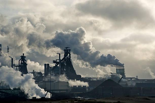 lots of smoke - smog stockfoto's en -beelden