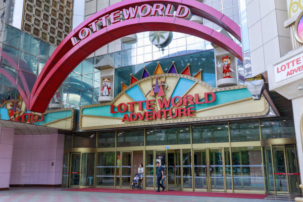 Lotte world a famous amusement theme park in seoul city picture id1011280354?b=1&k=6&m=1011280354&s=612x612&w=0&h=nf5esjfrfneftnd2v6gnjarqs0tgi2jcugn3rf8nkko=