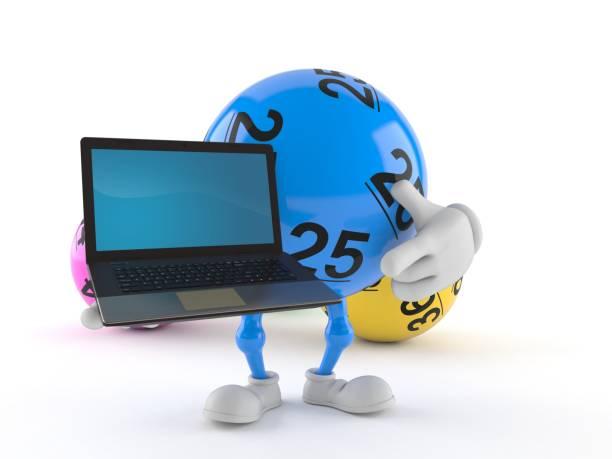 Lottoball-Charakter hält Laptop – Foto