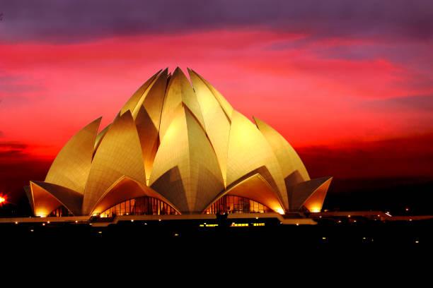 lotus tempel in neu-delhi - lotus symbol stock-fotos und bilder
