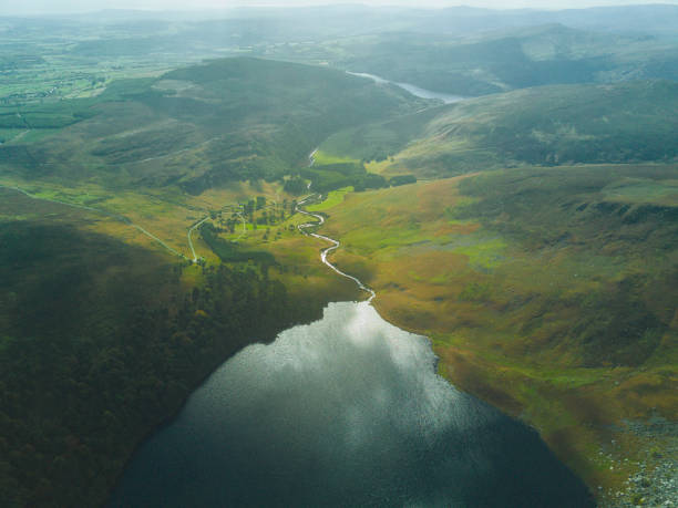 lough tay, co. wicklow, ireland. - estuário imagens e fotografias de stock