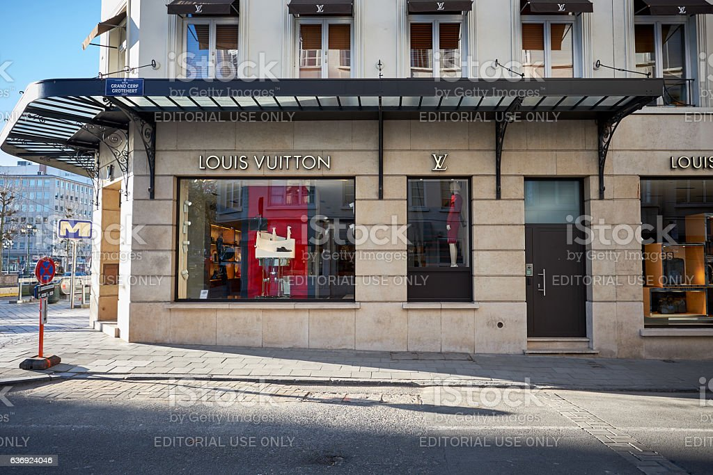 Louis Vuitton store window in Brussels – Foto