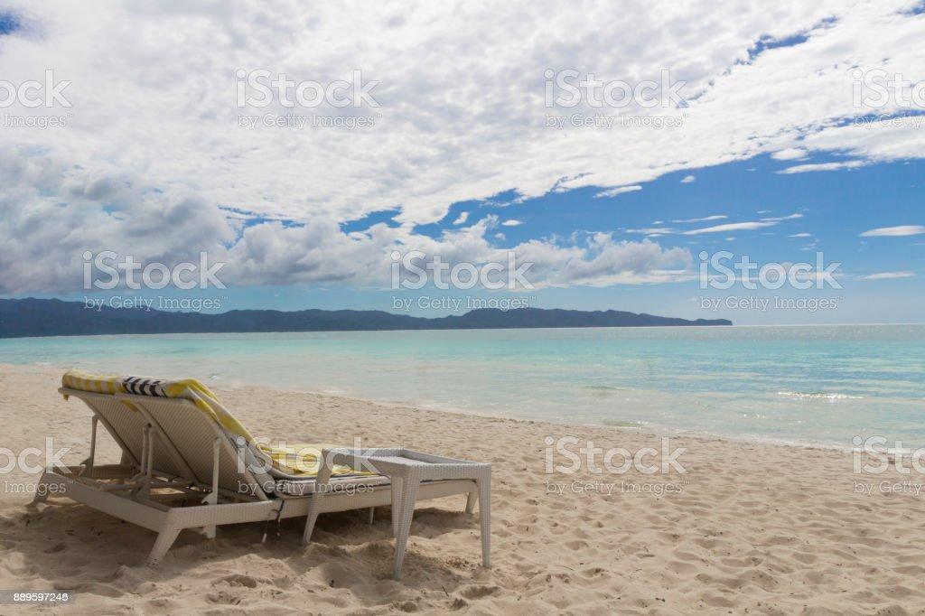 Liegestühle am Strand – Foto