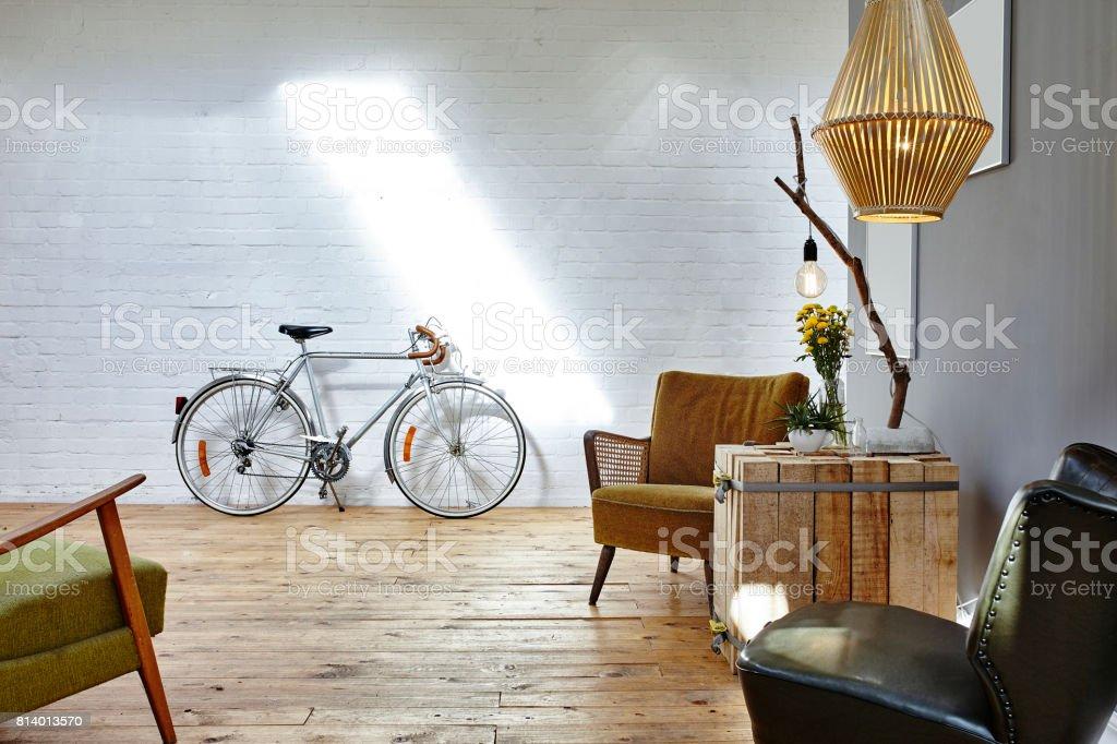 Entspannen Sie in Start-up Vintage Stühle im urbanen loft - Lizenzfrei Abwarten Stock-Foto