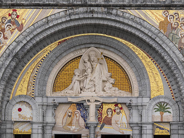 lourdes, the shrine mosaics - seamless crown - fotografias e filmes do acervo