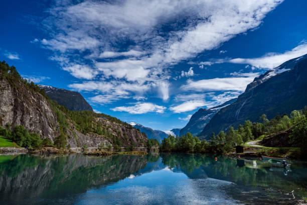 Lovatnet See schöne Natur Norwegens. – Foto