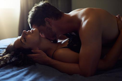 Love And Desire Control All Of Us - Fotografie stock e altre immagini di A petto nudo