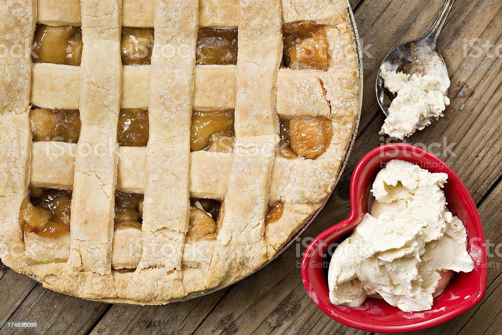 Me encanta pastel de manzana y helado de vainilla - foto de stock
