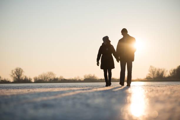 Liebe Paare, während Hand in Hand – Foto