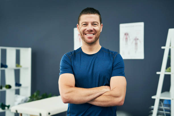 ich liebe es, das zu tun, was ich tue - chiropraktik wellness stock-fotos und bilder