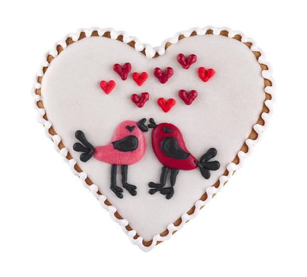 liebe herz valentinstag-cookie isoliert auf weißem - spitzenkekse stock-fotos und bilder
