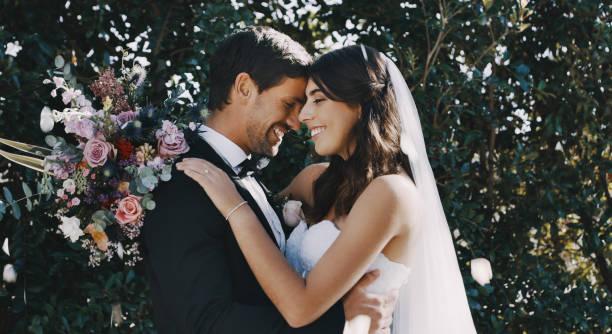 kärlek är i luften idag - nygift bildbanksfoton och bilder