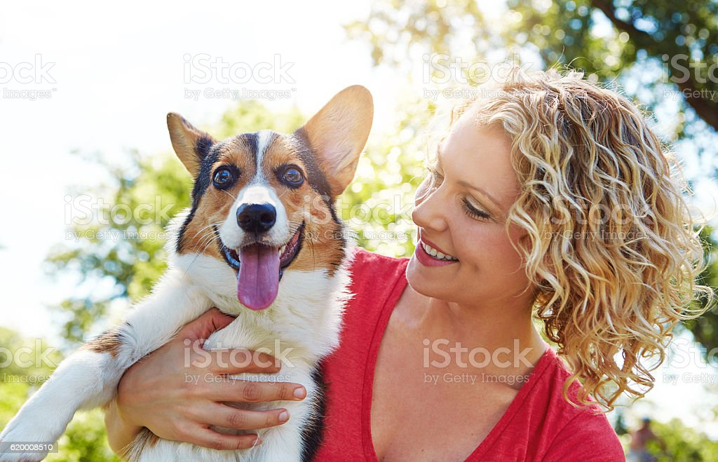 I love it when she showers me with attention foto de stock royalty-free