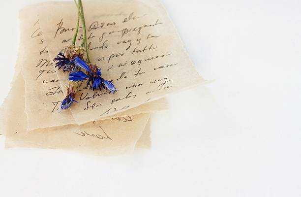 love letters with dried flower - gedicht zum muttertag stock-fotos und bilder