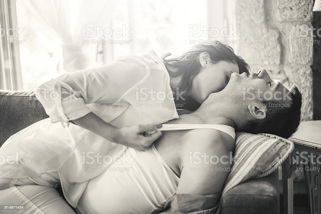 MI BLOC, QUE NO BLOG - Página 34 Love-passionate-couple-at-sofa-bed-picture-id614971434