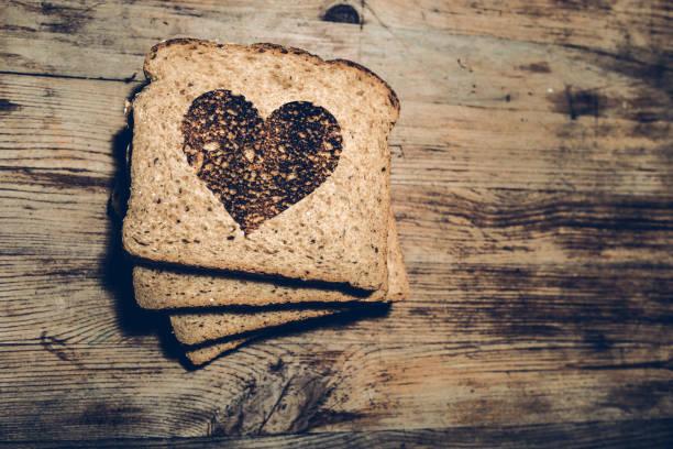love - brot kohlenhydrate stock-fotos und bilder