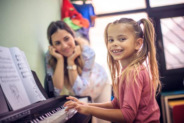 Ich liebe es, Klavier zu spielen. – Foto