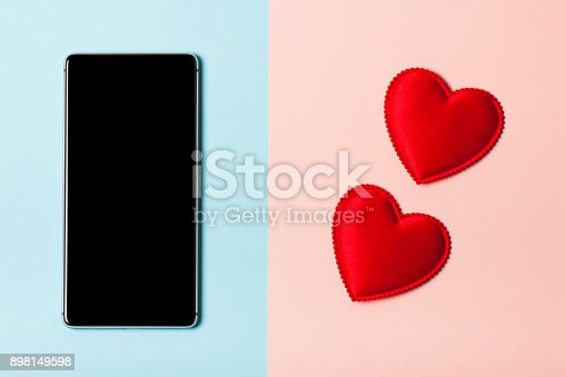 istock Love the phone 898149598
