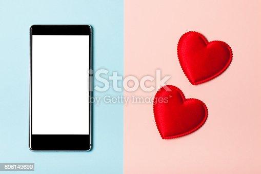 istock Love the phone 898149690