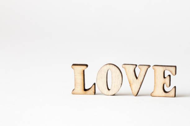 liebe, liebe holz buchstaben auf weißem hintergrund - 3d typografie stock-fotos und bilder