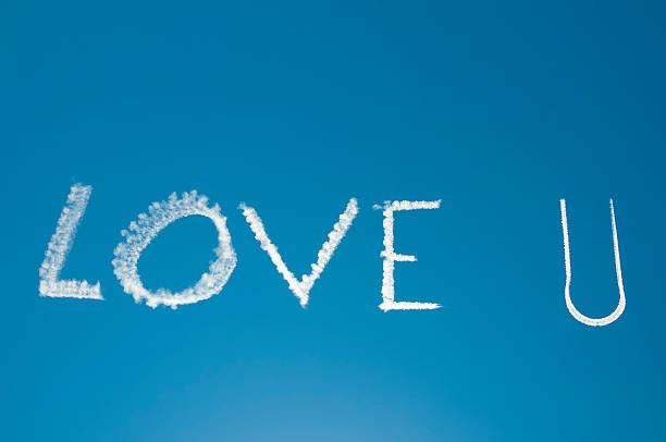 love in the sky - schrift am himmel stock-fotos und bilder