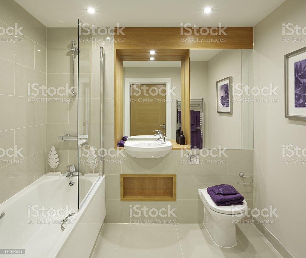 Schöne Badezimmer Des Apartments Stock-Fotografie und mehr Bilder ...