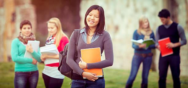 Schöne asiatische Studentin – Foto