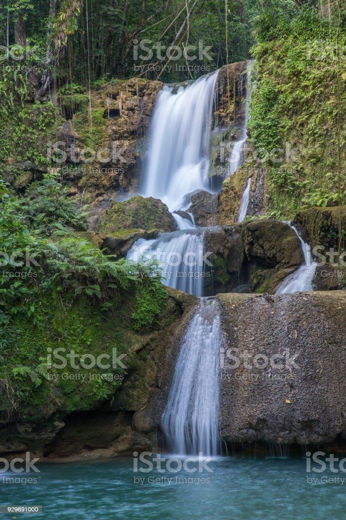 Hermosas cascadas en la isla tropical de Jamaica - foto de stock