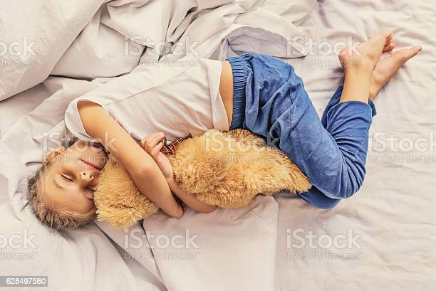 Lovely child holding teddy bear picture id628497580?b=1&k=6&m=628497580&s=612x612&h=ndehetitli5rc7fwocxukvir0r hghbljub02qzhxb0=
