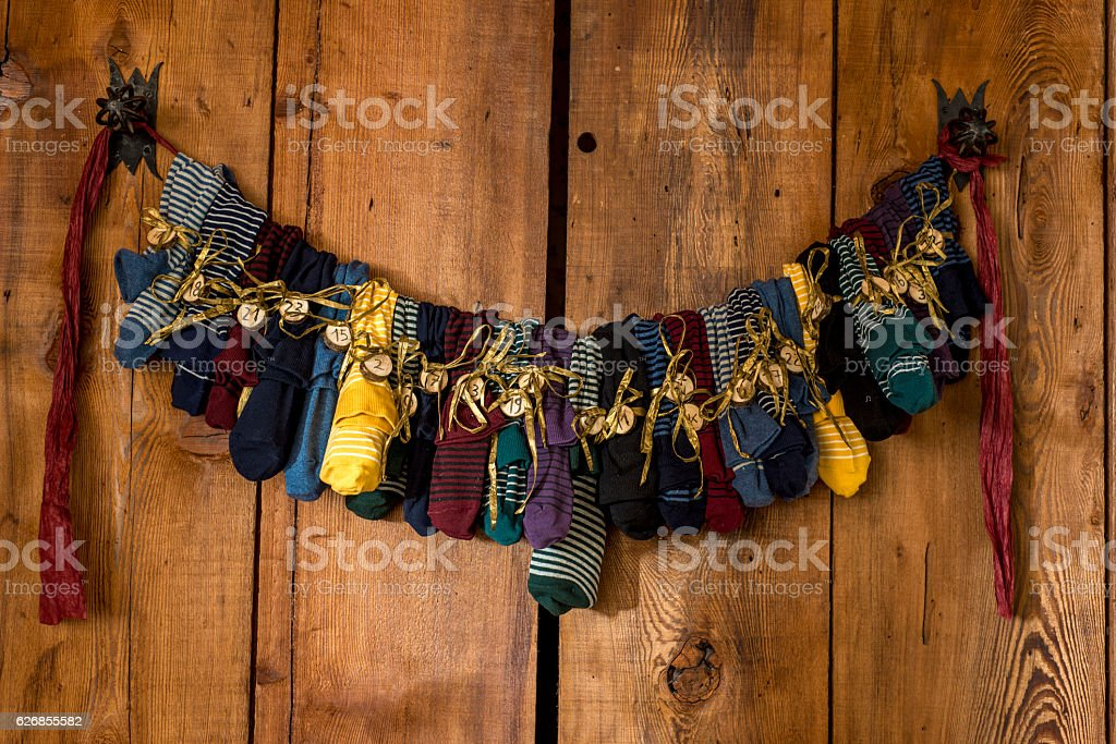 Lovely colorful Sock Advent Calendar on wood. – Foto