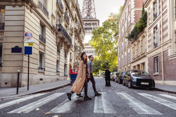 Lovely couple spending some days in vacation to Paris Lovely couple spending some days in vacation to Paris close to Tour Eiffel. romantic activity stock pictures, royalty-free photos & images