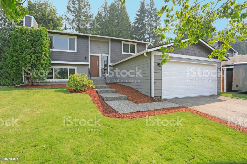 lovely grey rambler house exterior features grey siding picture id887739326