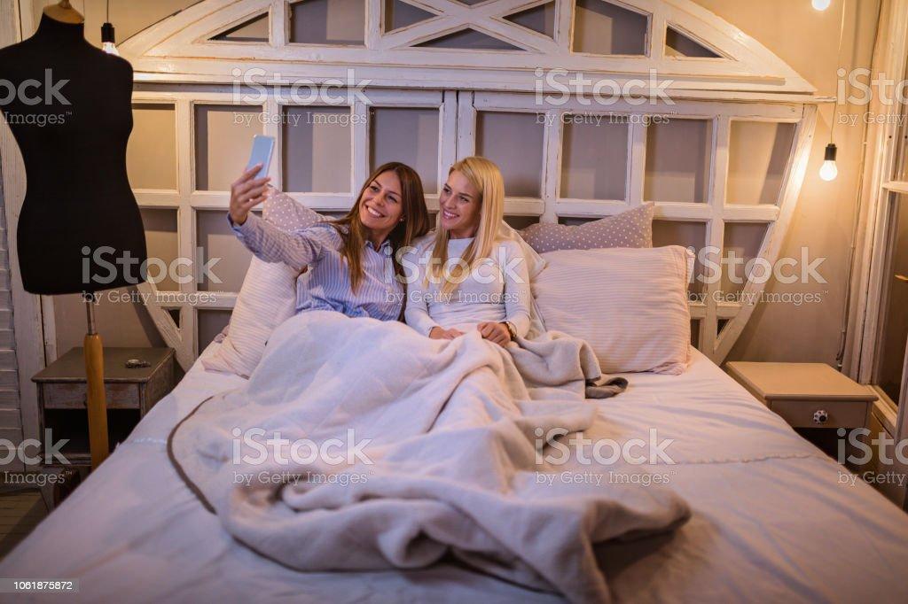 Lesben machen aus Bett