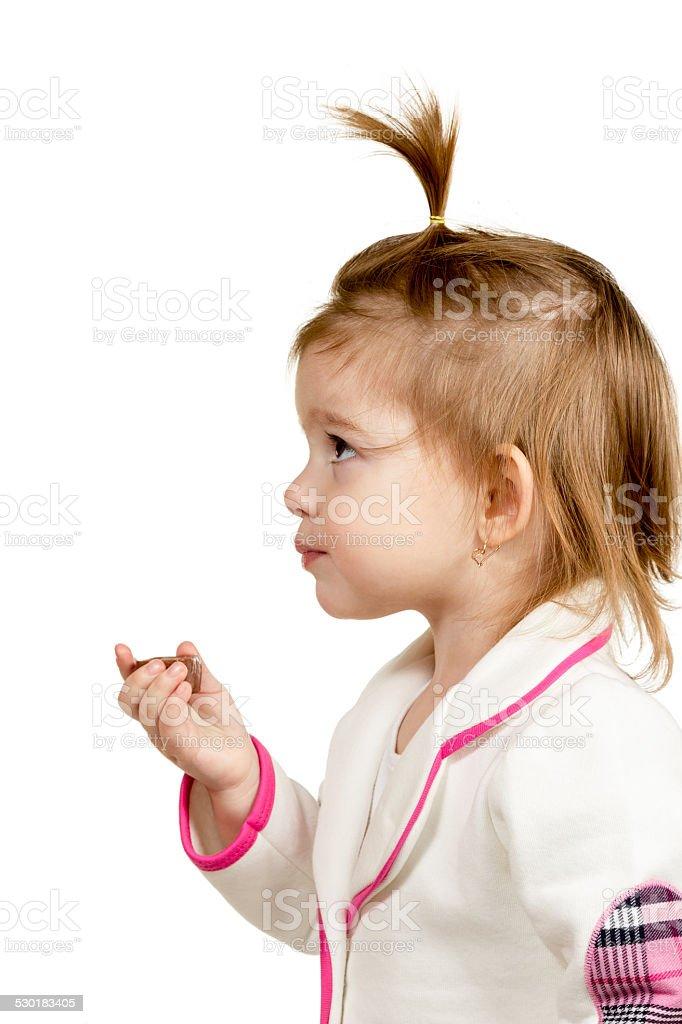 Hübsches kleines Mädchen Essen Schokolade Süßigkeiten – Foto