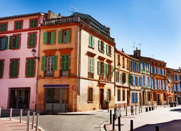 Schöne alte Häuser auf schmalen Straßen von Toulouse – Foto