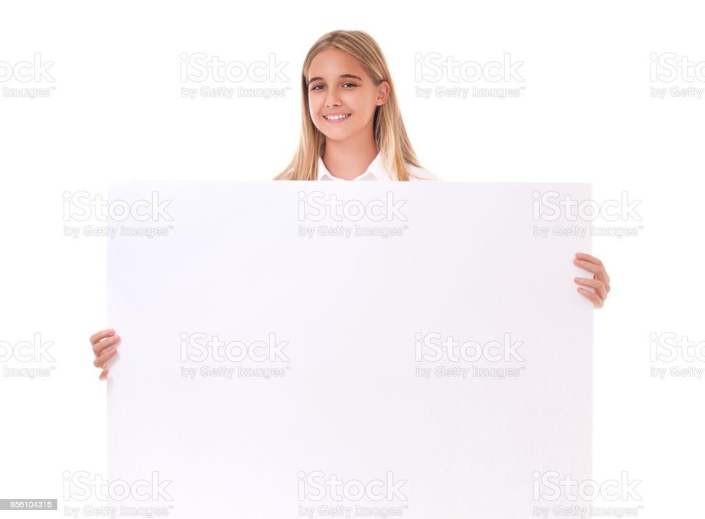 Linda menina adolescente atrás de tabuleiro vazio, isolado - foto de acervo
