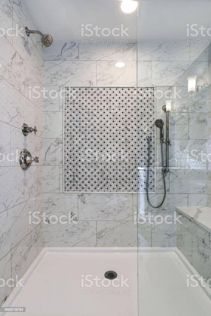 Schone Begehbare Dusche Mit Carrera Marmor Surround