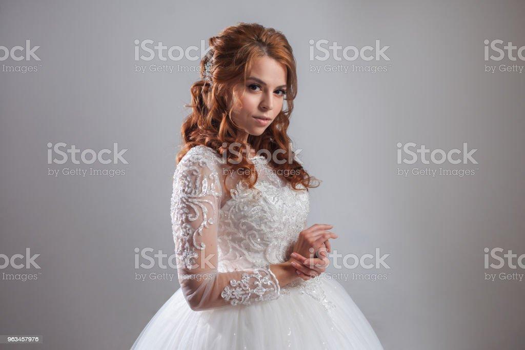 Lüks gelinlik güzel bayanı gelin. Açık renkli. - Royalty-free Bayan elbisesi Stok görsel