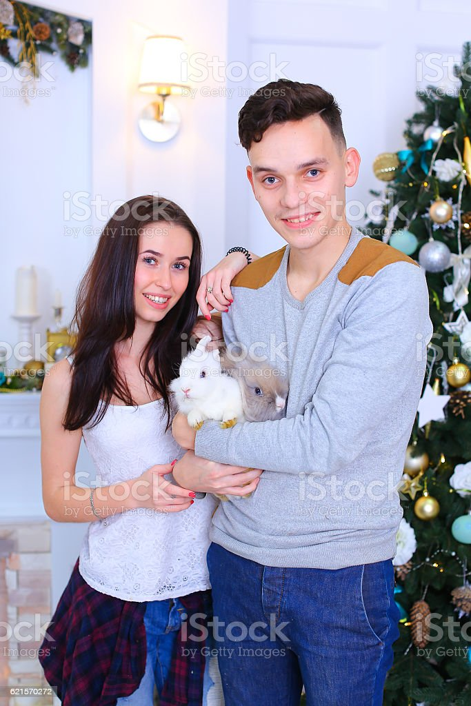 Lovers pose for camera with bunny and laughing  in  New photo libre de droits