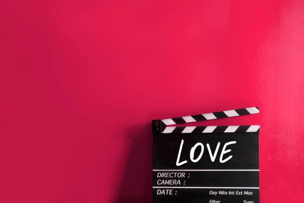 liebe, texttitel auf film klappe - drehbuchautor stock-fotos und bilder